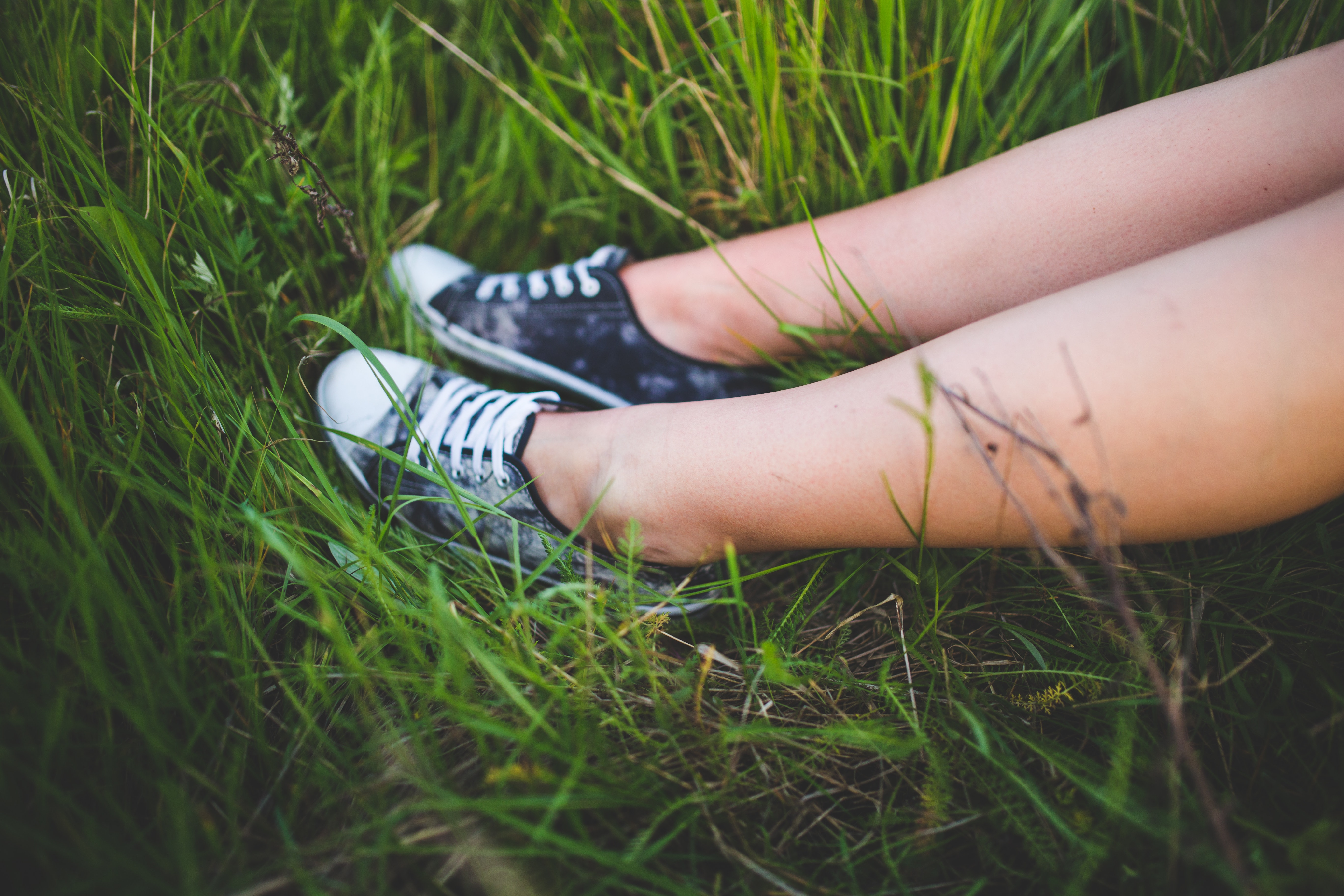feet-girl-grass-6422